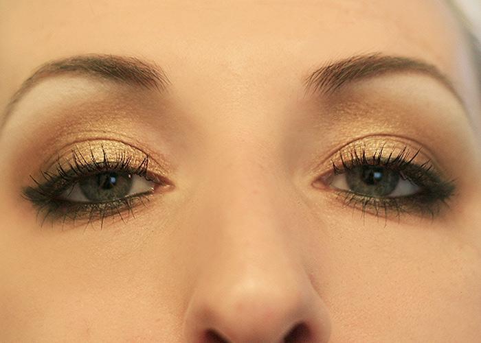 Bronzed Beauty: Golden Smokey Eye Tutorial