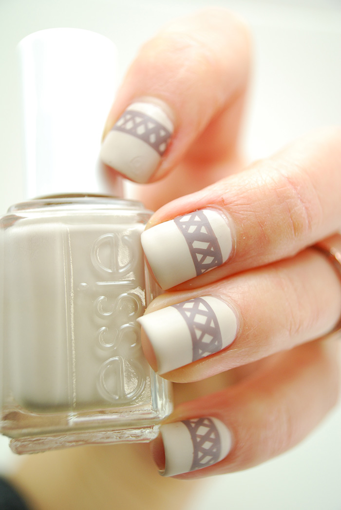 Brown-Sweater-Nails-040-(2)