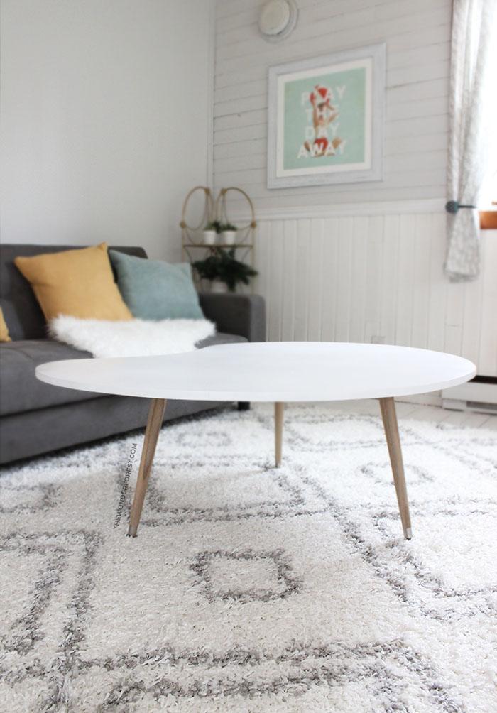 Machen Sie diesen DIY Mid Century Tisch für unter 50 $!