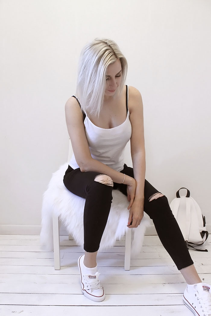 Casual black ripped jeans and silver hair by @wonderforest  #style #streetstyle #fashion