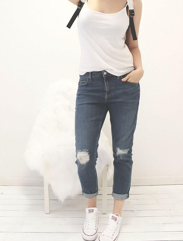 Boyfriend jeans with white tank by @wonderforest  #style #streetstyle #fashion