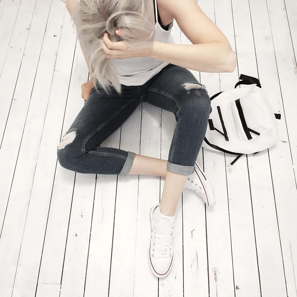 Slim boyfriend jeans and chucks by @wonderforest  #style #streetstyle #fashion