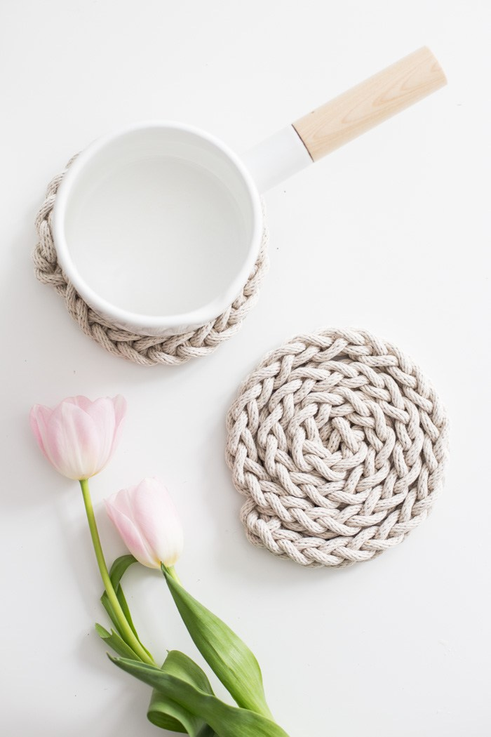 Finger Knit Rope Trivet Tutorial