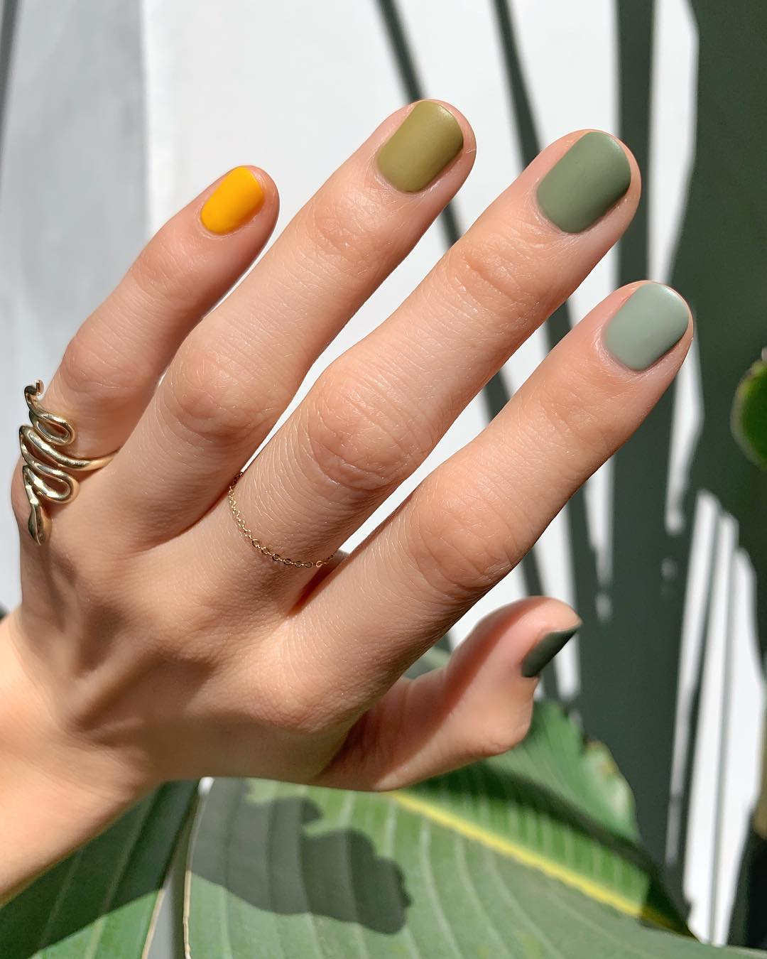 10 Beautiful Nail Designs To Wear This Fall