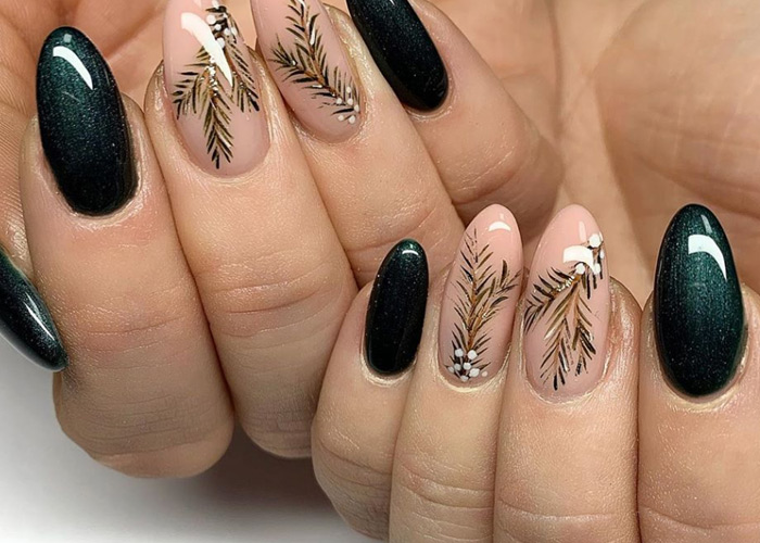 11 Delightful Holiday Nail Designs