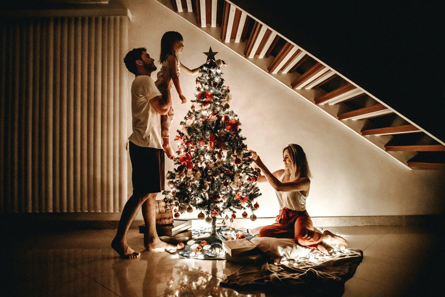 How to Shoot Professional Looking Family Christmas Photos at Home