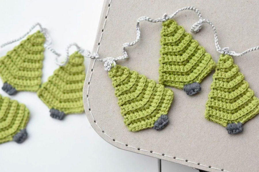 10 DIY Knit and Crochet Christmas Decorations