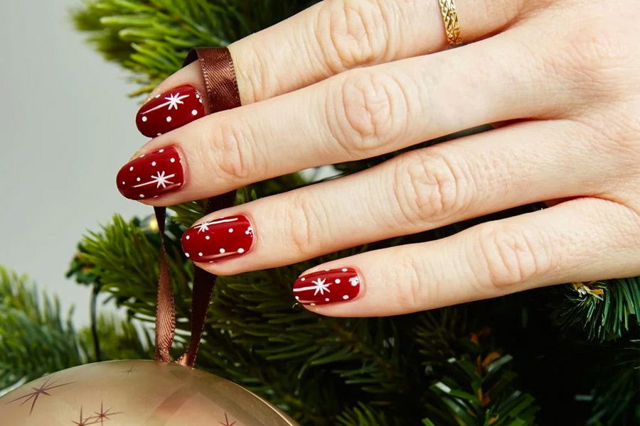 15 Gorgeous Nail Art Ideas for the Holidays